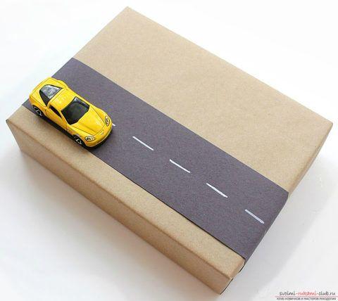 Упаковка праздничного подарка для детей