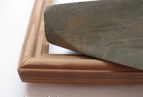 Ошкуривание рамочки наждачной шкуркой