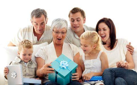 Что дарить бабушке?