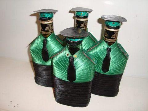 Декорированная бутылка в подарок на 23 февраля.