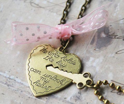 Кулоны для пары, надпись на сердце: «Тот, кто носит ключ откроет мое сердце»