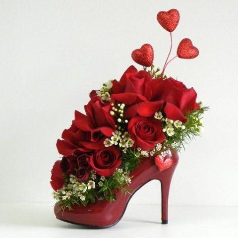 Милая женская туфелька