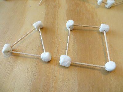 Начало изготовление модели из конфеток и зубочисток