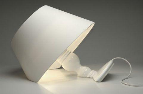 Настольная лампа причудливой формы украсит родительский дом