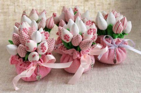Нежные тюльпаны из ткани, украсят комнатку сестры.
