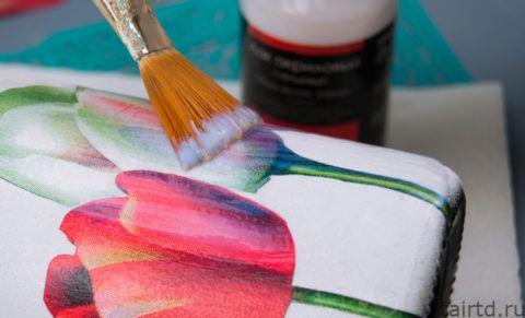 Покрытие рисунка лаком