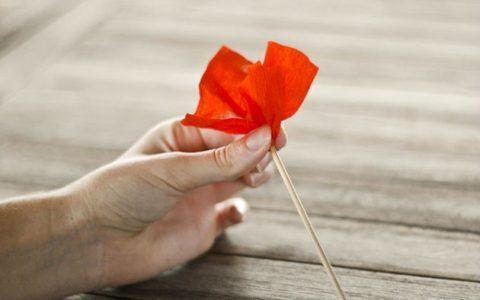 Придаем форму цветочка.