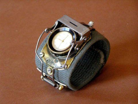 Ручные часы в стиле стимпанк.