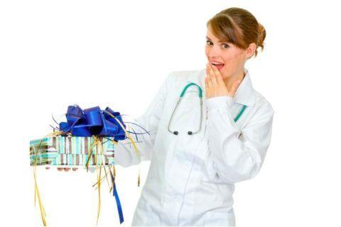 С 8 марта, дорогие врачи!