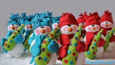 Симпатичные снеговики из махровой ткани.