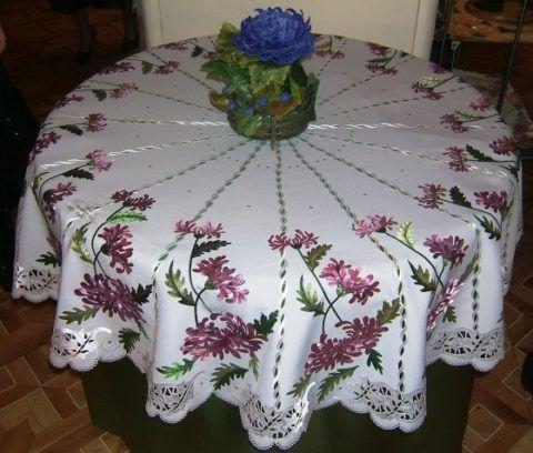 Скатерть с ручной вышивкой- шикарный подарок для любой хозяйки