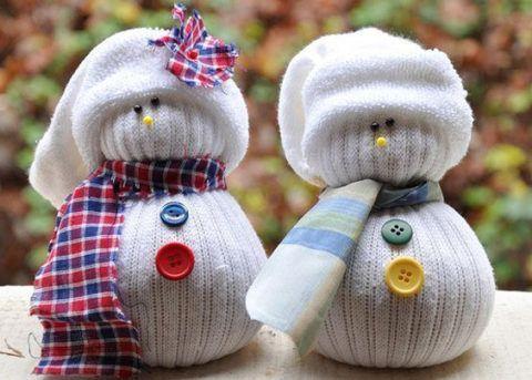 Снеговик из белого носка.