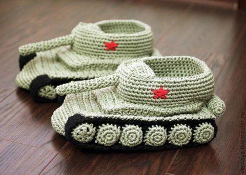 Тапки в виде танков – удобно, тепло и прикольно.
