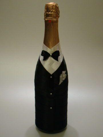 Вариант подарочного оформления шампанского.