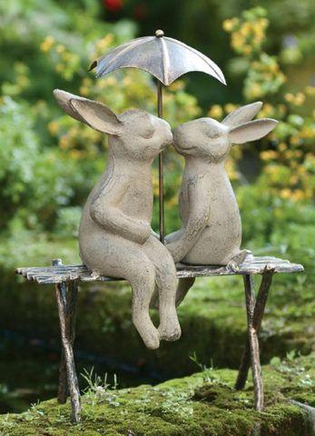 Веселая дачная скульптура