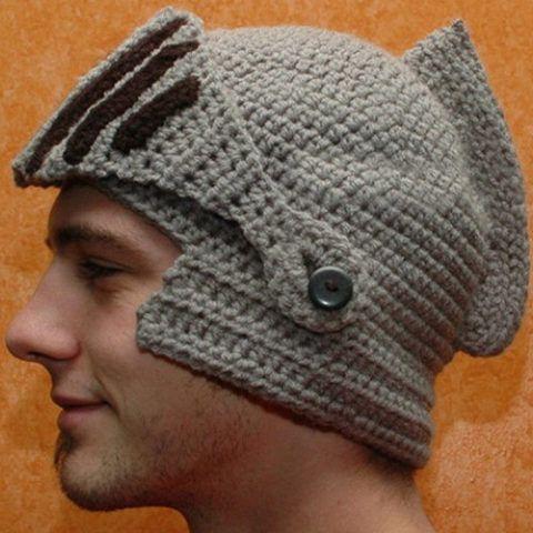 Вязаная шапочка в подарок, «Рыцарь».