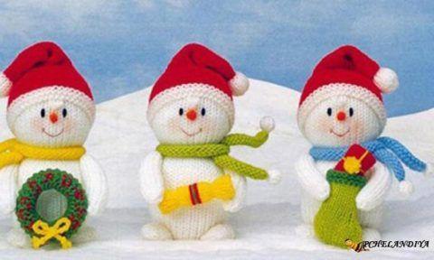 Вязаные снеговики.