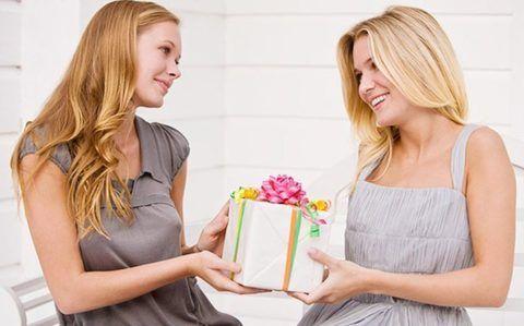 Что можно подарить подружке на день рождения?