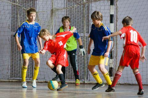 Футбол-любимый вид спорта многих мальчишек