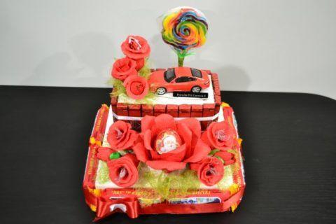 И цветы, и конфеты, и машинка – всё в одном подарке.