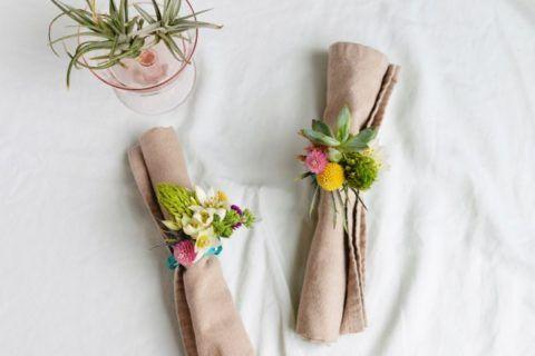 Кольцо для салфеток с цветами.