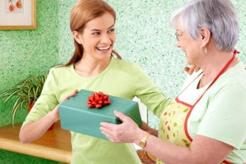 Мнение бабушки – подарок должен быть практичным!