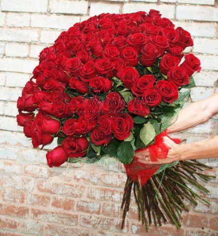 Множество роз в подарок!