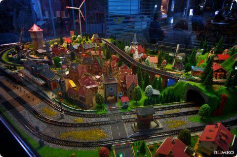 Невероятная игрушечная железная дорога