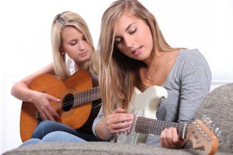 О гитаре мечтают многие девочки