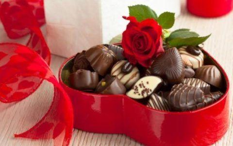 С днём рождения! Лучший подарок для девушки – шоколад!