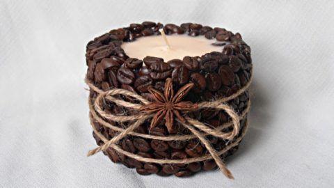 Свечи с зернами кофе.