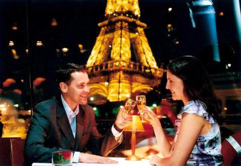 Вечер в столице любви.