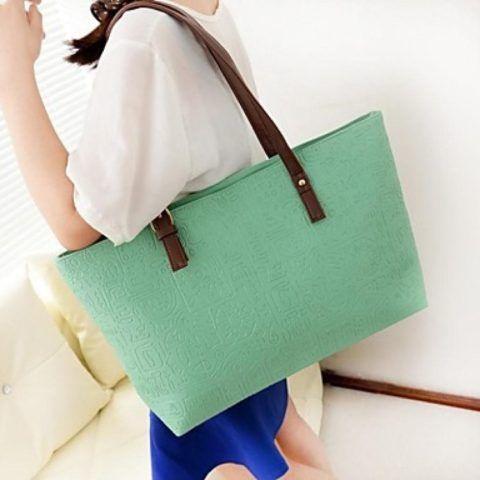 Вместительная сумка нежного цвета