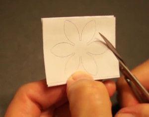 Вырезаем цветы