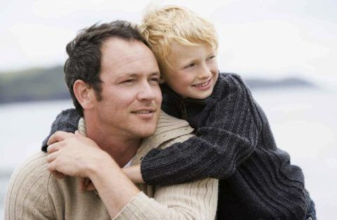Что может подарить папе ребенок?