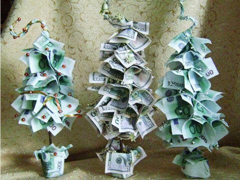 Дерево из евро и долларов