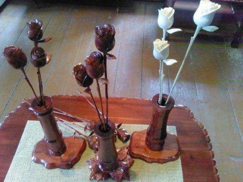 Деревянные розы на день рождения.