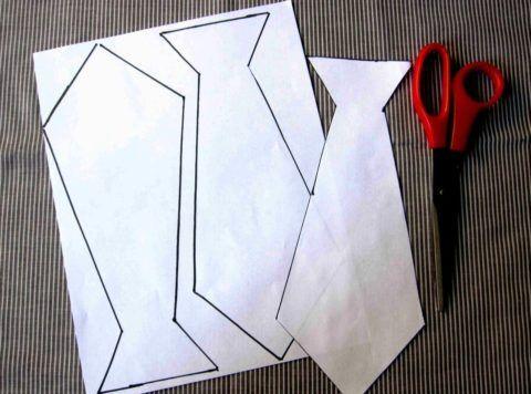Галстук можно просто вырезать из бумаги.