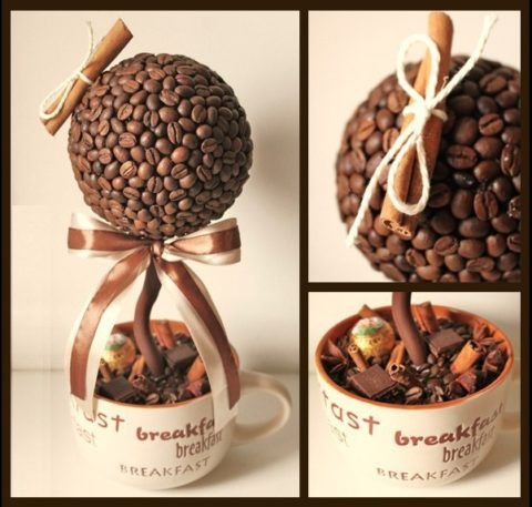 Или сделайте красивый кофейный топиарий.