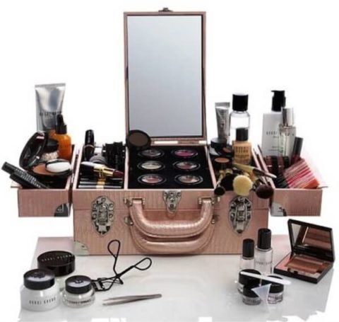 Набор косметики в удобном чемоданчике