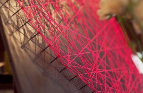 Плетем нить между гвоздями