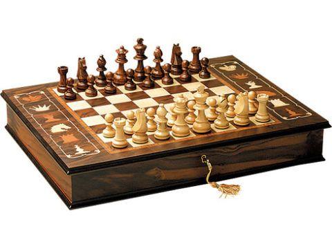 Подарочный вариант шахмат.