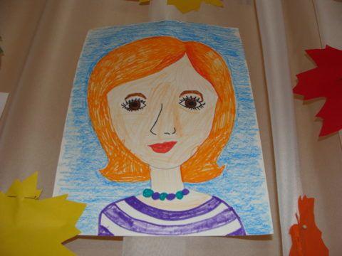 Портрет воспитателя, нарисованный ребенком.