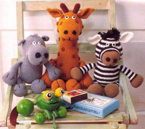 Самодельные игрушки для младшей сестренки.