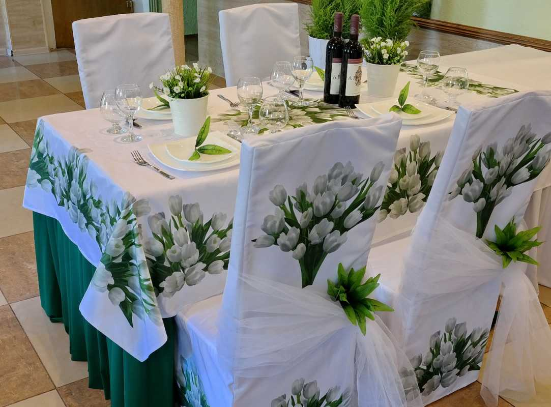 Как украсить скатерти на столы для свадьбы