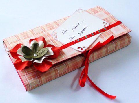 что подарить знакомой на день рождения символически