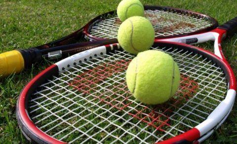 Теннисные ракетки в подарок.