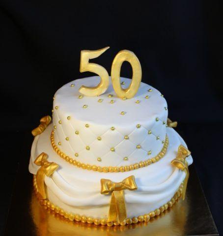 Торт с золотистыми надписями