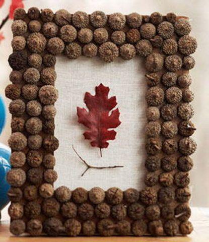 Украсить рамку можно и природными материалами.