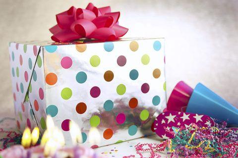 В такой красивой коробке и подарок необычный!